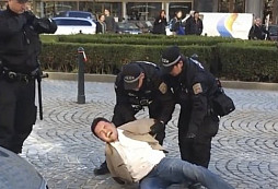 Zásah MP na Václavském náměstí