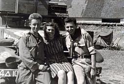 Tato fotografie amerického vojáka s českou dívkou přinutila syna válečného veterána danou dívku vyhledat