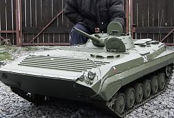 Model BVP-1 s hmotností 160 kg? To už je fakt hračka pro velký kluky!