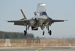 Supermoderní F-35 Lightning II má problém... pneumatiky