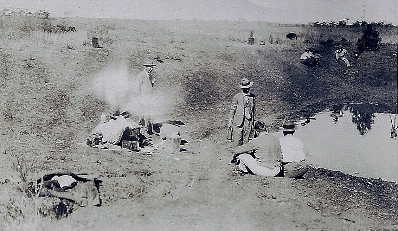 Australian_soldiers_resting_during_Emu_War