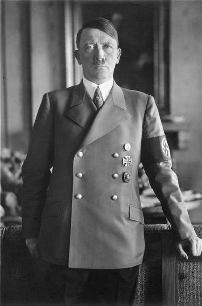 Bundesarchiv_Bild_183-H1216-0500-002,_Adolf_Hitler