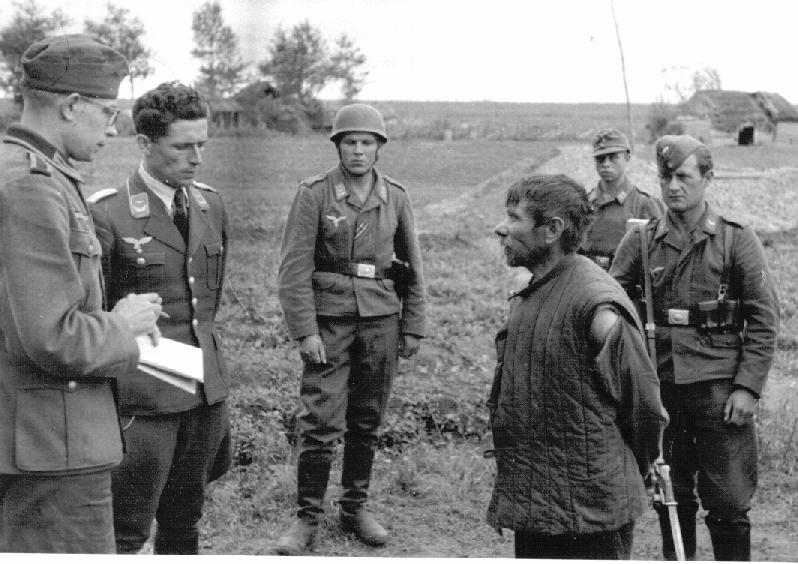 Interrogation_sovjet_partisan_1942