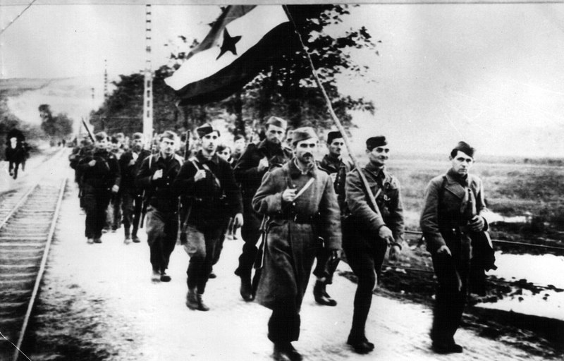 1280px-Partisans_in_liberated_Novi_Sad_1944