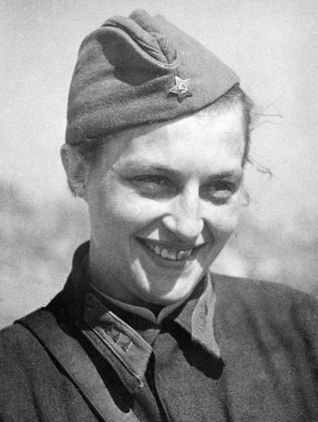 Lyudmila_Pavlichenko_April_1942