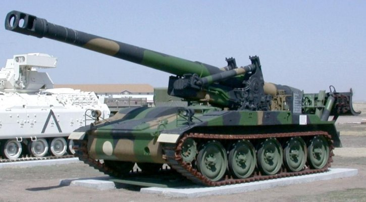 m110-8-inch-self-propelled-howitzer-tank-military-725x400