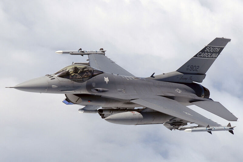 1280px-F16_SCANG_InFlight