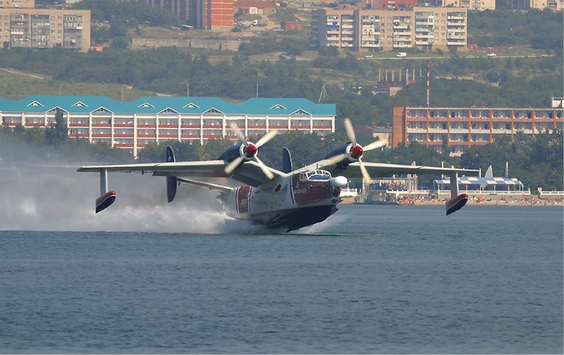 Beriev_Be-12_Gelenzhik_2Sept2004