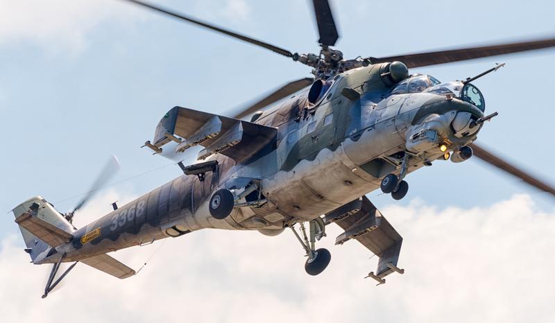 45b4e5d7b Foto: Bitevní vrtulník Mil Mi-24V Hind ve službách AČR | Wikimedia Commons