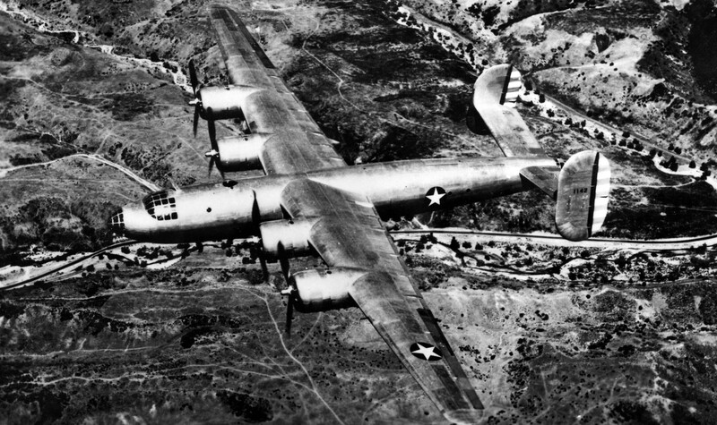 Consolidated_XB-32_Dominator_in_flight