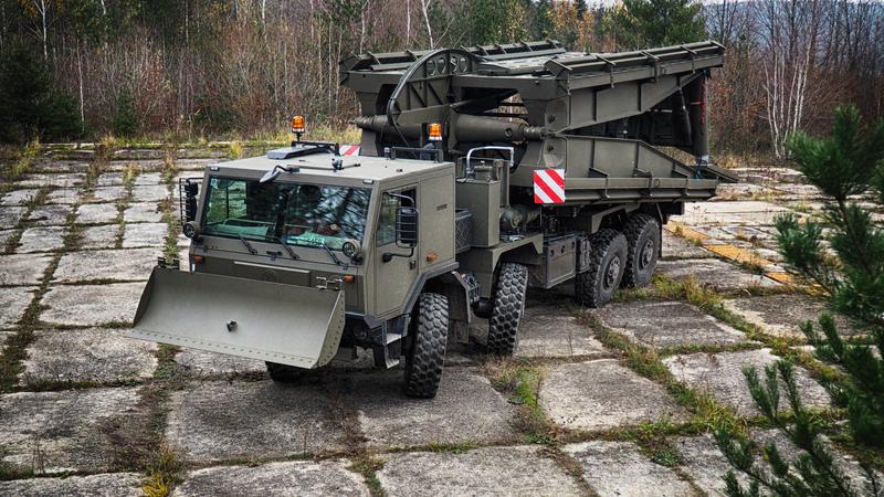 AM-70 EX (3)