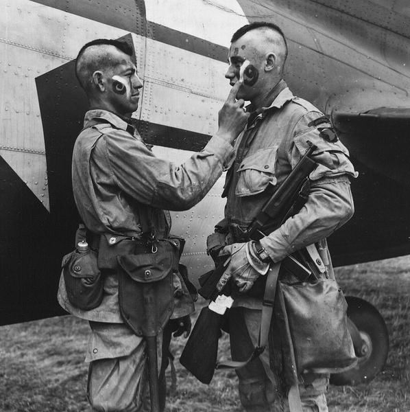 1024px-Paratrooper_applies_war_paint_111-SC-193551cropped