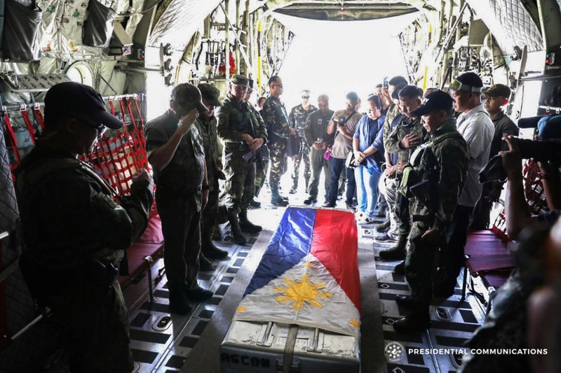 Philippine_President_Rodrigo_Duterte_saluting_the_casket_of_Capt_Rommel_Sandoval_KIA_Battle_of_Marawi