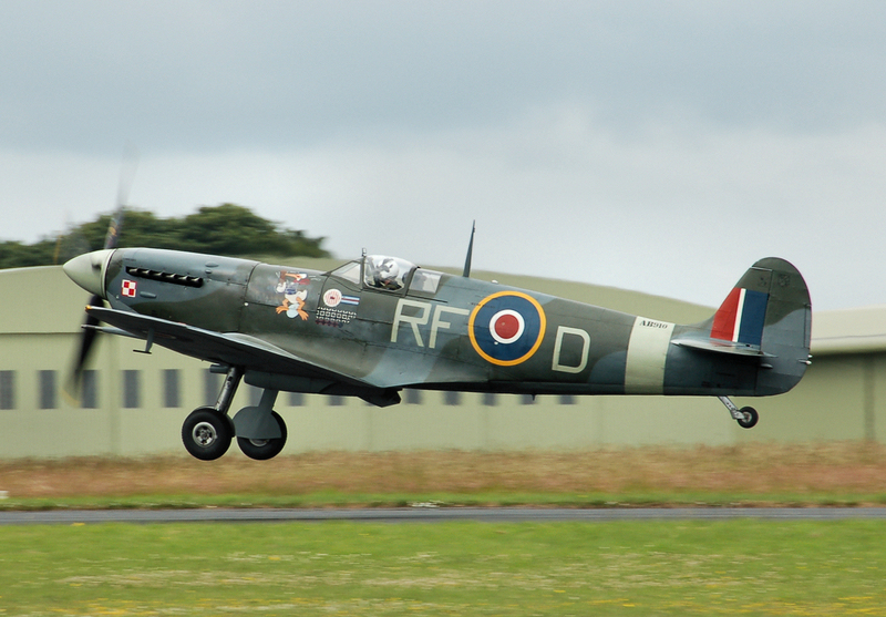 Spitfire_mark5b_ab910_of_the_bbmf_arp